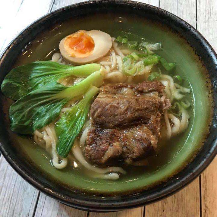 noodles in brodo con costine