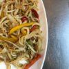 Noodles saltati con carne macinata piccante